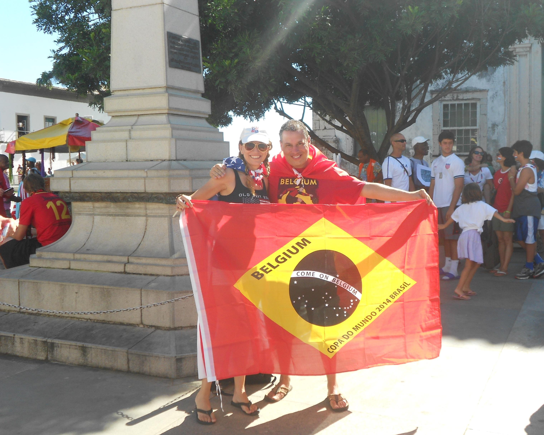 Eusebio, da Bélgica, e Maria, dos EUA, deixam claro que o confronto é apenas detro do estádio - Foto: Joseanne Guedes/ABI