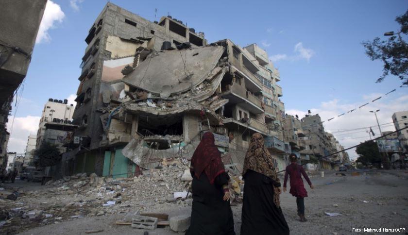 Prédio destruído por ataque aéreo israelense que matou ao menos 11 pessoas, na Cidade de Gaza - Foto: Mahmud Hams/AFP