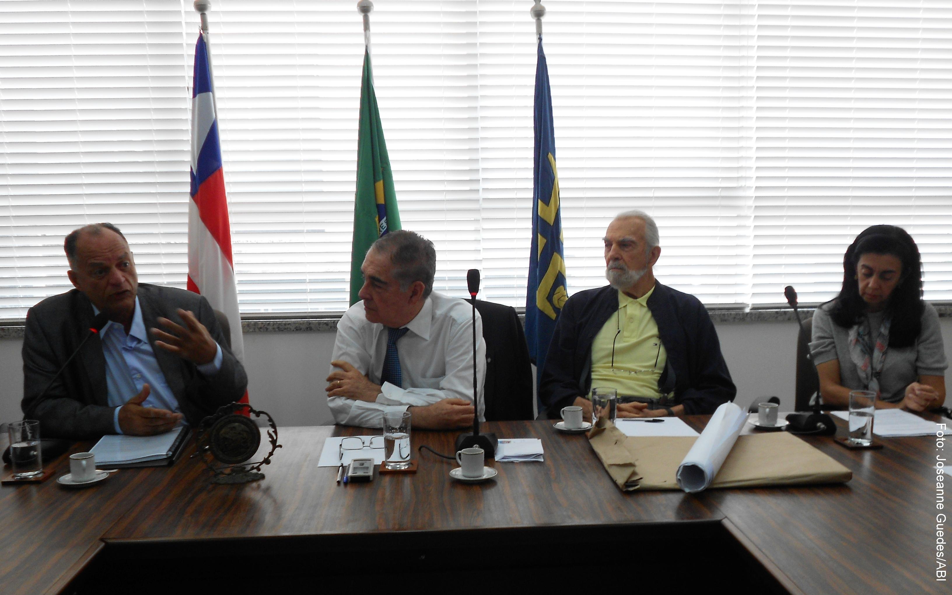 Filho do militante, Carlos Augusto Marighella criticou os cortes de verbas no setor cultural