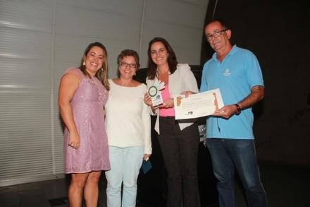 Claudia Bonatte, da Rede Bahia, divide o prêmio com a repórter Andréa Silva - Foto: ADEP-Ba