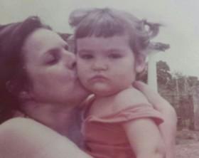 Consuelo e neta_Foto-Arquivo pessoal