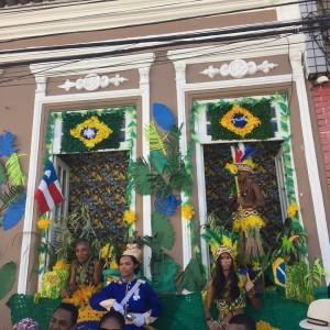 A história é contada através das fachadas das casas - Foto: Tarsilla Alvarindo