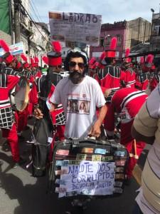 Irreverência no protesto contra a corrupção- Foto: Margarida Neide/A Tarde