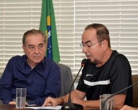 Walter Pinheiro, presidente da ABI, e Tony Pacheco durante debate - Foto: Luiz Abbehusen